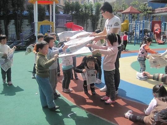报纸游戏 _转自幼儿园博客
